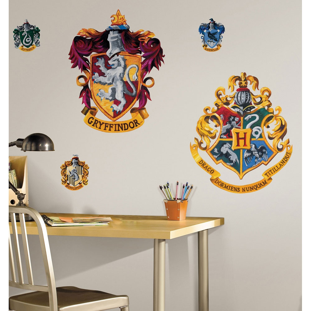 Hogwarts house crests wall accent set 5pc harry potter for Harry potter home decorations