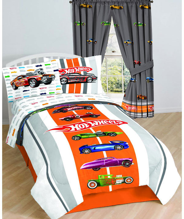 fun race car bedroom decor ideas. Black Bedroom Furniture Sets. Home Design Ideas